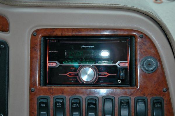 RV Motorhome Newmar Dutch Star Stereo Crutchfield Pioneer Jenson