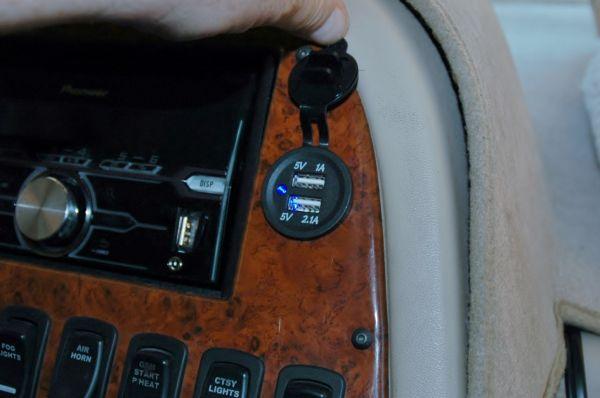 Newmar Dutch Star USB 5 volt charging socket port RV motorhome