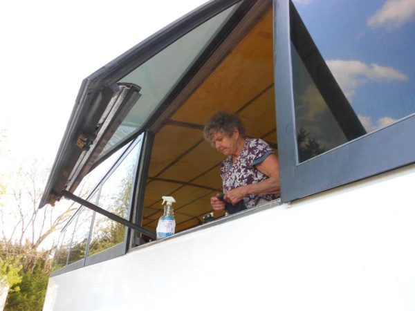 Missy 1998 MCI 102-EL3 Window Weather stripping help weather-stripping