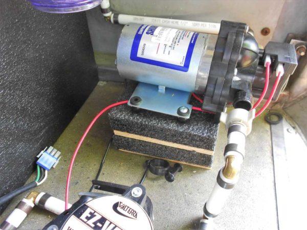 Missy 1998 MCI 102-EL3 coach water pump liquids plumbing