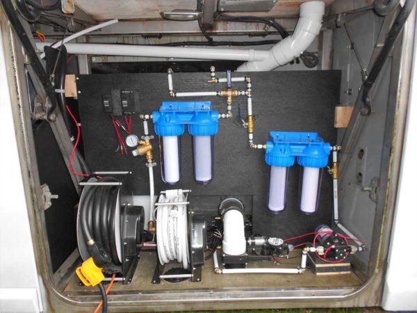 Missy 1998 MCI 102-EL3 coach water pump liquids plumbing wet bay